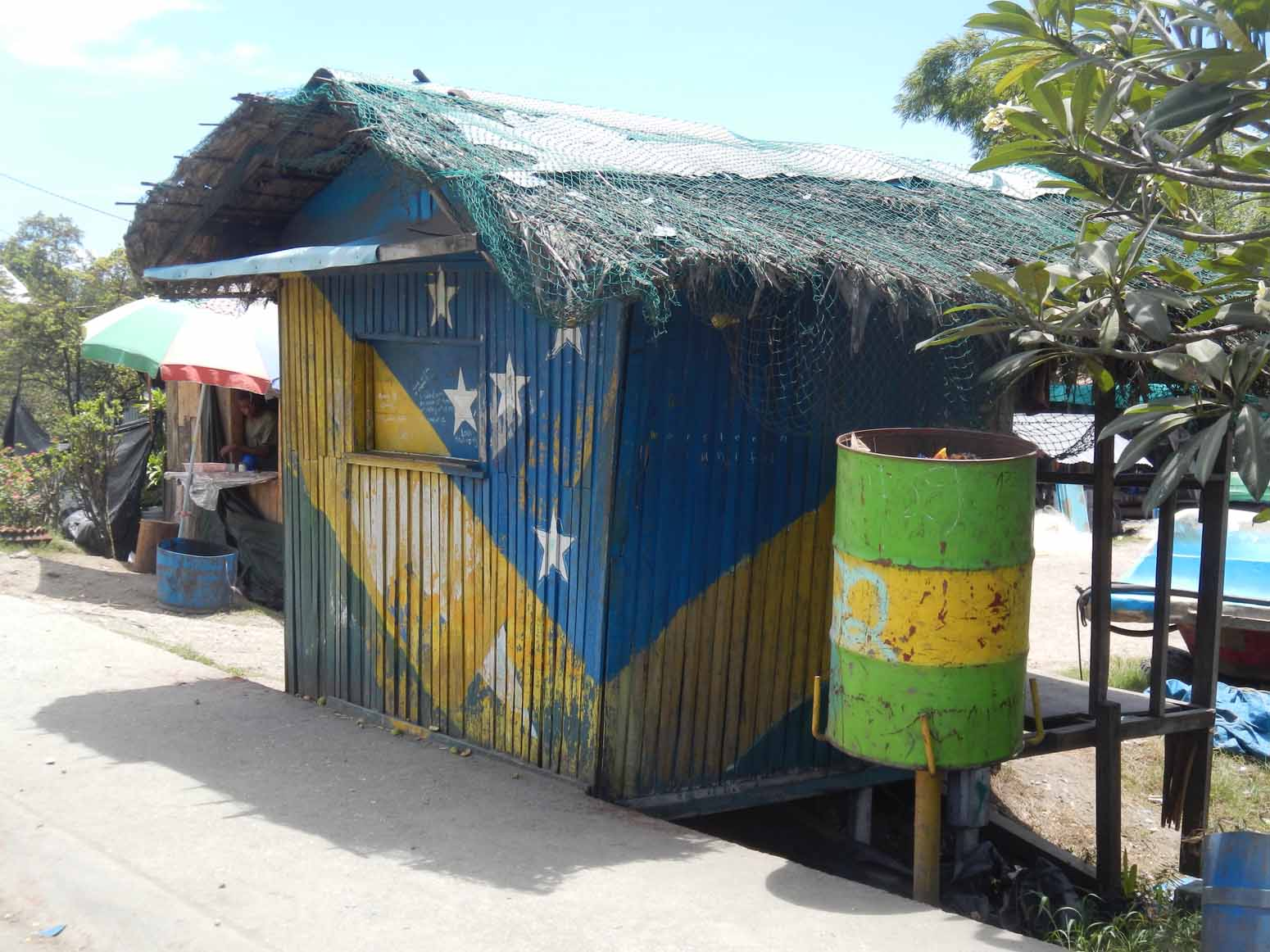 Shack painted with the Solomon Islands flag